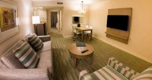 SJUES Reno - Living room