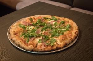 Pizza Prosciutto & Arugula