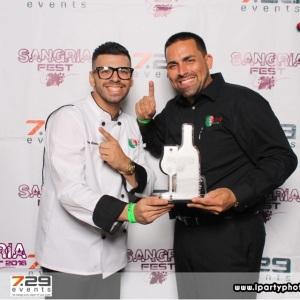 Juan Alameda y Felix Santiago con la Sangria ganadora